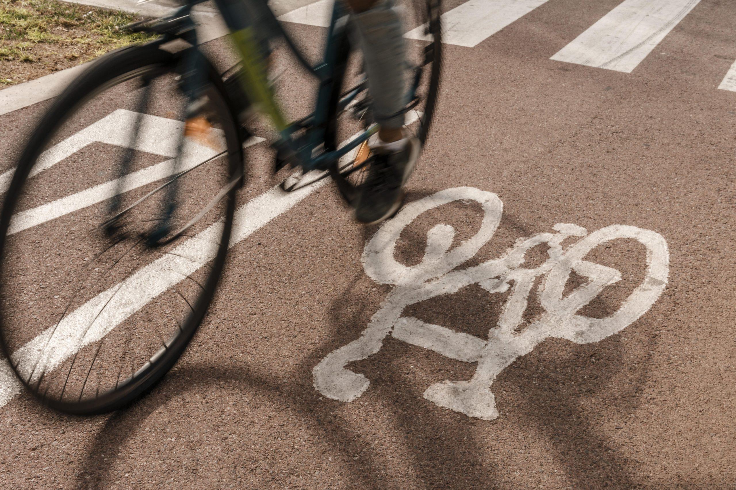 bike-lane-close-up-on-the-road