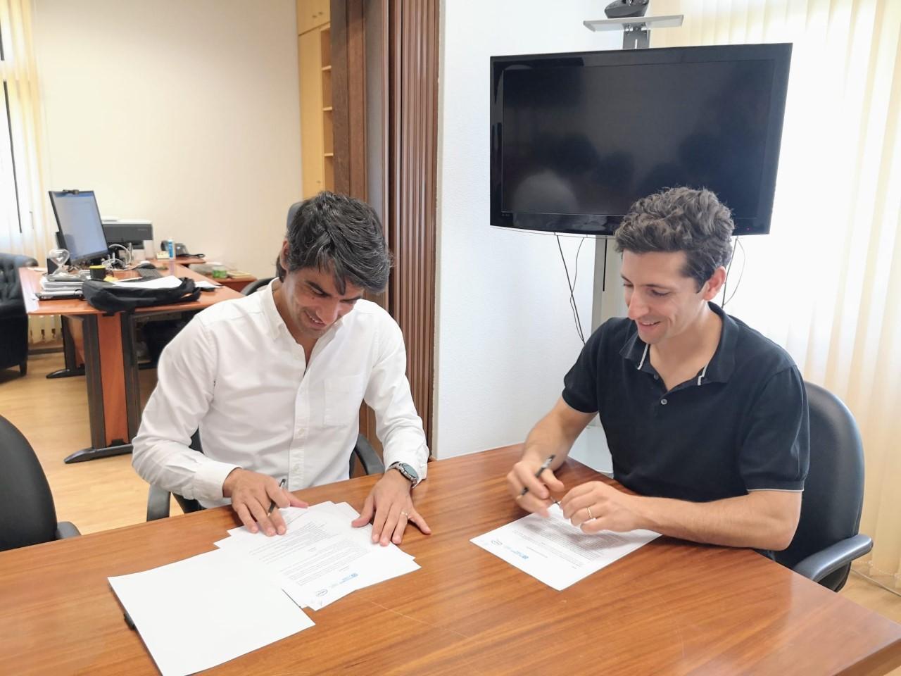 thumbnail_Assinatura do acordo entre ESECS e SPEAK
